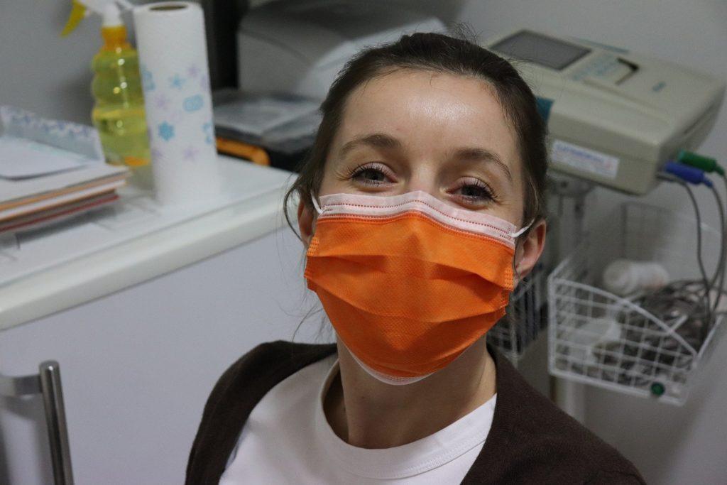 nurse wearing mask during COVID-19